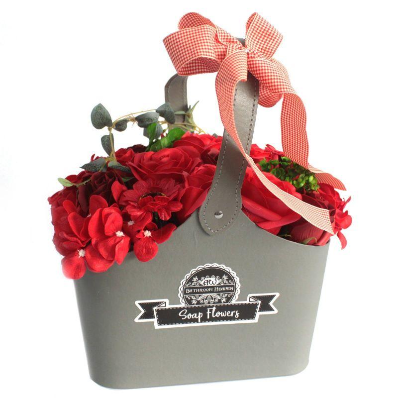 Panier cadeau : fleurs de savon Rouge