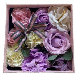 coffret carré de fleurs de savon mauve - bouquet anniversaire